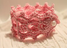Create your life: HÄKEL BRACELET. 2 This is a free pattern and can be translated. Crochet Bracelet, Crochet Jewellery, Family Jewels, Fabric Beads, Textiles, Crochet Accessories, Diy Jewelry, Create Yourself, Needlework