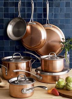 If you're looking for a stainless steel 10-piece cookware set, the Simply Calphalon cookware set may be a set you'd want to check out.