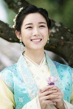 Kim Soo Yeon (Lee Da-in) Hwarang