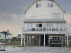 Sleeps 25. VRBO.com #291114 - 8 Bedrooms! 5 Baths! Big 16*32 Pool! on West Beach Blvd! 3 Living Rooms/Kitchens