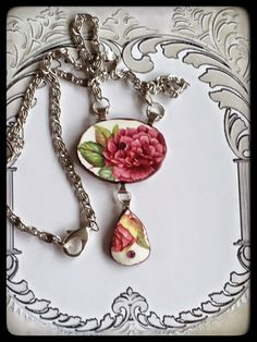 Handmade peony two-piece necklace, made of a broken saucer