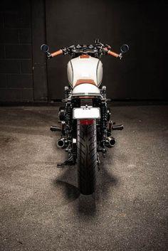 Honda CB550 Cafe Racer von Ellaspede #bike #custom #motorcycle #moto #honda #cb550 #caferacer