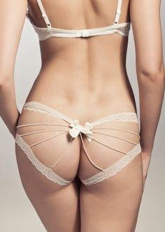 KS Paris Asatsuyu Open Slip   Ivoor   Chantilly Kant   Parels   Peek a boo Slip   Slip   Kimmy's Sweeties Lingerie