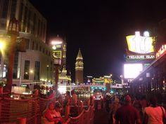 Visitare Las Vegas, la Strip, strada dove si affacciano Hotel e locali!  http://www.viaggiaescopri.it/visitare-las-vegas-la-citta-del-peccato/