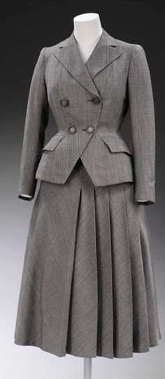 Hardy Amies skirt suit, 1947.