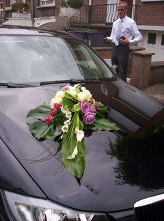 Composition florale pour la voiture http://yesidomariage.com - Conseils sur le blog de mariage