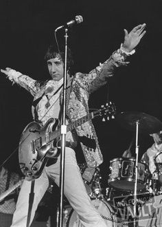 Pete Townshend and the Who at the Tacoma Dome with great acoustics. 199-