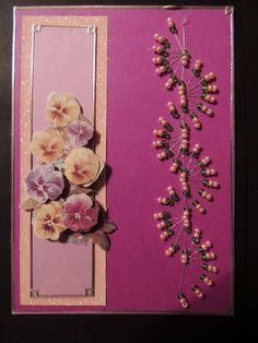 Kort med blommor i 3D och broderad med pärlor gjort av Cornelia
