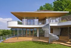 Modern House Cliff House made by Baufritz. Minimalist House Design, Minimalist Home, Modern House Design, Modern Houses, Building Development, Building Systems, Timber House, Wooden House, Houses