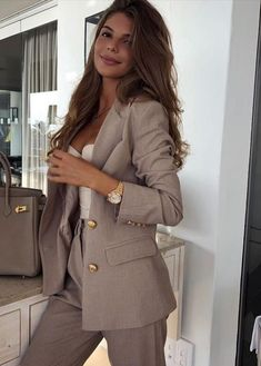 Simple Work Outfits Ideas For Young Women 21 – Office . Read more The post Simple Work Outfits Ideas For Young Women 21 – Office Outfits appeared first on How To Be Trendy. Simple Work Outfits, Classy Outfits, Chic Outfits, Fashion Outfits, Glamorous Outfits, Formal Outfits, Classy Dress, Dress Outfits, Business Casual Outfits