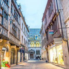 Bonjour de Dijon!  Heute entdecke ich zusammen mit @princess_ch das hübsche kleine Städtchen im Burgund! Bis jetzt gefällts mir schon mal sehr gut. Jetzt darf nur noch bitte der Regen eine kleine Pause machen!  #gheimprojekt #teil2  #dijon #littlecityinfrance #burgund #travelmakesyouricher #wanderlust