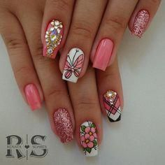 Uñas decoradas: belleza en la punta de los dedos #uñasdecoradaspiedras Butterfly Nail Designs, Diy Nail Designs, Fancy Nails, Pretty Nails, Animal Nail Art, Stylish Nails, Fabulous Nails, Gel Nail Art, Flower Nails