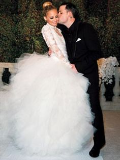 Nicole Richie married Joel Madden wedding.. Look at that dress