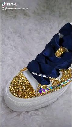 Bedazzled Converse Diy, Sparkly Converse, Rhinestone Converse, Bedazzled Shoes, Bling Nike Shoes, Glitter Shoes, Timbaland Boots, Sneakers Fashion, Fashion Shoes