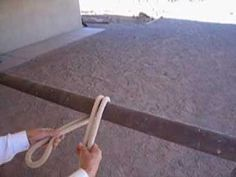 How to tie a quick-release knot---this has a lot of quick release knots. I love the bank robber knot. Horse Camp, My Horse, Horse Love, Horse Bridle, Horse Riding, Quick Release Knot, Horse Information, Horse Care Tips, Horse Videos