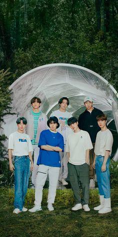 Foto Bts, Bts Jungkook, Back To Nature, Bts Group Photos, Bts Korea, Kpop, About Bts, Bts Lockscreen, Bts Pictures