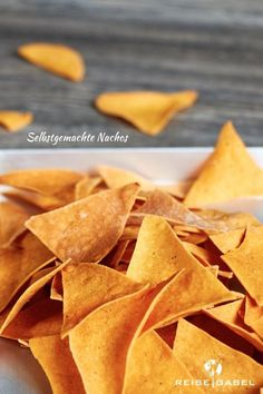Of course you can also buy Nachos (or Tortilla Chips) very well, but you can buy some . Homemade Nachos, Homemade Tortilla Chips, Homemade Chips, Banana Bread Recipes, Cake Recipes, Snack Recipes, Churros, Bowl Cake, Crockpot Recipes