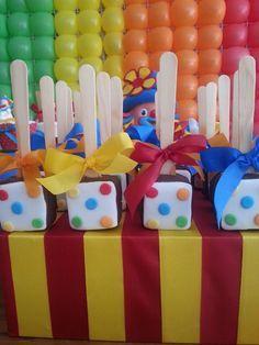Angela Simone Doces: Festa Patati Patatá. Cores vibrantes para os gêmeos Matheus e Manuela.