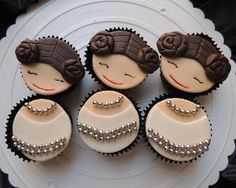 Looking for cake decorating project inspiration? Check out Star Wars Princess Le - Star Wars Princesses - Ideas of Star Wars Princesses - Looking for cake decorating project inspiration? Check out Star Wars Princess Leia Cupcakes by member Eulariza. Star Wars Cookies, Star Wars Cupcakes, Star Wars Cake, Fun Cupcakes, Girls Star Wars Party, Star Wars Birthday, Cupcake Toppers, Cupcake Cakes, Cupcake Ideas
