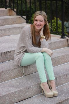 A great way to wear pastel jeans if you don't want to be too bright. Love the combo.