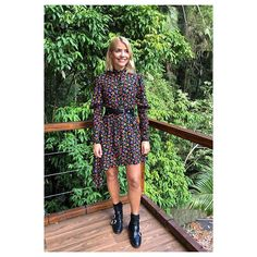 Holly Willoughby wore a The Kooples floral-print dress on I'm A Celebrity… Get Me Out of Here! You can buy sizes S, M and L online. Find out more… Cute Date Outfits, Black Dress Outfits, Simple Outfits, Fall Outfits, Work Outfits, Pretty Outfits, Summer Outfits, Holly Willoughby Outfits, Holly Willoughby Style