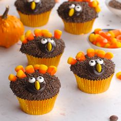 These Turkey Cupcakes are an easy-to-make treat for the kids and a fun way to celebrate the Thanksgiving season! These Turkey Cupcakes are an easy-to-make treat for the kids and a fun way to celebrate the Thanksgiving season! Thanksgiving Cupcakes, Thanksgiving Desserts Easy, Quick Easy Desserts, Desserts For A Crowd, Holiday Desserts, Holiday Baking, Holiday Recipes, Kids Thanksgiving, Thanksgiving Decorations