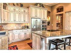 White Kitchen Cabinets and Granite Countertops look stunning in this beautiful home! 21219 95TH Terrace Lenexa, KS 66220