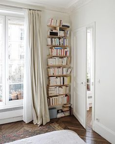 Home Library Corner Small Spaces Living Rooms 34 Ideas Parisian Apartment, Paris Apartments, Small Apartments, Apartment Living, Small Spaces, Paris Apartment Interiors, Furnished Apartments, Bright Apartment, Apartment Layout