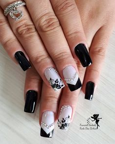 New Nails Art Acrylic Flowers Ideas Black Nails, Matte Nails, Acrylic Nails, Finger, Castor Oil For Hair, Best Lipsticks, Acrylic Flowers, Matte Red, New Nail Art