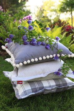 Vankúše z kolekcie Loneta.  #vankuse#zahrada#inspiracia#piknik Garden Sculpture, Outdoor Decor, Fabric, Home Decor, Tejido, Tela, Decoration Home, Room Decor, Cloths