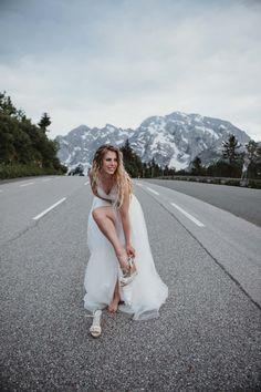 #weddingphotography #salzburgweddingphotography #salzburghochzeitsfotografie #hochzeitsfotografie #destinationwedding #salzburgweddingphotographer #salzburgphotographer #austriaweddingphotographer #weddingphotos #weddinginspiration #wanderlust #wanderlustwedding  #mountainwedding #berghochzeit #inspirationwedding #creativwedding #brideandgroom #weddingideas #adventuresession #elopementphotographer #elopement Weddingideas, Find Image, Destination Wedding, Wedding Photos, Wanderlust, Wedding Inspiration, Wedding Photography, Bride, Creative