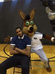 LaMarcus Aldridge and the Spurs Coyote. Too cool!