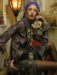 Culture Remix - looks inspired by Loulou de La Falaise Madame Figaro April 2012 Boho Chic, Hippie Chic, Bohemian Style, Boho Fashion, Vintage Fashion, Womens Fashion, Fashion Design, Shape Matching, Mode Boho