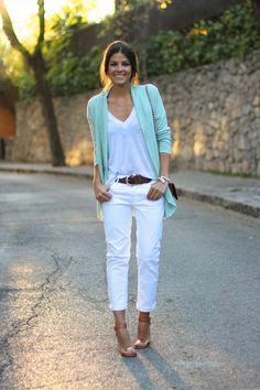 trendy_taste-look-outfit-street_style-ootd-blogger-fashion_spain-blog_de_moda_españa-turquoise_jacket-chaqueta_turquesa-pitillos-vaqueros_blancos-white_denim-polaroid-13 Blazer Outfits, Casual Outfits, Cute Outfits, Fashion Outfits, Work Outfits, Fashion Over 50, Love Fashion, Trendy Fashion, Blazer Verde