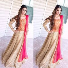 The gorgeous stunner looking in this at a wedding in NYC! Desi Wedding Dresses, Pakistani Wedding Outfits, Pakistani Bridal Wear, Pakistani Dresses, Indian Dresses, Indian Outfits, Pakistani Clothing, Patiala, Salwar Kameez