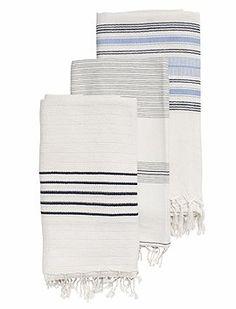 Der Sommer kann kommen...schöne Handtücher für Wellness und Strand. wir bieten Ihnen die Tücher mit drei verschiedenen Streifen an.