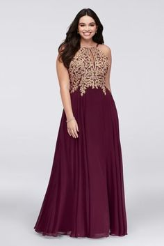 David's Bridal Prom 2018 Gold corded lace flowers and iridescent crystals add bright sparkle to the high-neck, keyhole bodice of this long chiffon A-line gown. David's Bridal Exclusive Color By Xscape Metallic Prom Dresses, Maroon Prom Dress, Maroon Gowns, Maroon Bridesmaid Dresses, Maroon And Gold Dress, Maroon Dress Outfit, Burgundy And Gold Dress, Davids Bridal Prom, Davids Bridal Plus Size
