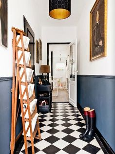 Check Out 20 Traditional Black And White Hallway Design Ideas. In order to continue showing you how cool traditional interiors in black and white colors are we've gathered for you a bunch of hallways. Decor, Interior, Home, Beautiful Interiors, Foyer Flooring, House Interior, Home Renovation, Two Tone Walls, Hallway Designs