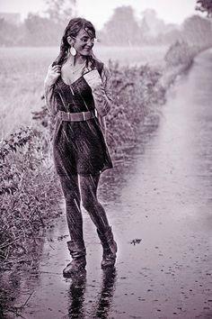 Risultati immagini per women in the rain