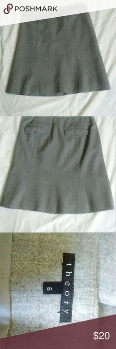 Theory wool skirt woth back pockets size 6 Grey EUC waist 15.5 inches length 20 inches Theory Skirts