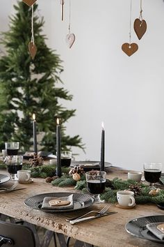 Rustic Scandinavian inspired gorgeous Christmas table decorations @pattonmelo