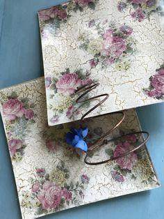 Platos de cristal decorados con papel de arroz y craquelado Decoupage Vintage, Scrapbooking, Rice Paper, Roof Tiles, Wooden Crates, Dinnerware, Dishes, Crystals, Paper Envelopes
