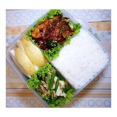 Bekal Suami - Ayam Goreng Mentega & Oseng Buncis Telur Finger Food Catering, Catering Food, Bento Recipes, Cooking Recipes, Healthy Recipes, Malay Food, Indonesian Food, Finger Foods, Love Food
