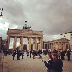 Brandenburg Gate, Berlin. Fall SU Strasbourg students begin their Signature Seminar in Berlin and take a trip to the Brandenburg Gate.