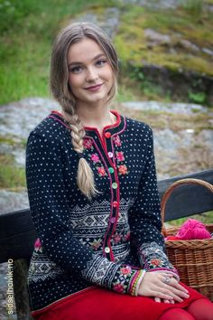 Fair Isle Knitting, Baby Knitting, Knitting Ideas, Knit In The Round, Knitted Bags, Knit Patterns, Crochet Clothes, Knit Cardigan, Tea Length