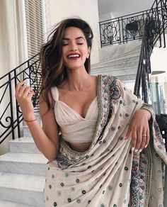 Beautiful blouse Elegant Designer Indian Sari Click Visit above for more options Indian Fashion Dresses, Dress Indian Style, Indian Designer Outfits, Modern Saree, Indian Wedding Outfits, Indian Outfits Modern, Indian Fashion Modern, Wedding Dresses, Saree Trends
