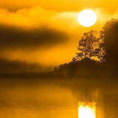Rådasjön Sweden. 28 September 2015. #sunrise #mist #goteborgcom #fog #mikaelsvenssonphotography #rådasjön #härrydakommun #visitsweden #visitgoteborg #visitgothenburg #naturemoments #nikond800e