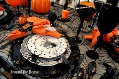 SCARY HALLOWEEN TABLESCAPE  BOO--BOO Love the black flatware.