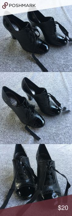 Gianni Bini Booties Gianni Bini • Size 6.5 • Damage on Inside of Right Shoe Gianni Bini Shoes Ankle Boots & Booties