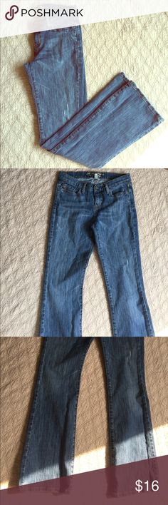 🍂Abercrombie & Fitch Boot Cut Jean size 4R Excellent condition, medium blue wash, intentional distress on hip, thighs, and back pocket. The jeans have some stretch to them for added comfort. 32 inch inseam, flare is about 9 inches across. Perfect fall jeans 🍂 Abercrombie & Fitch Jeans Boot Cut